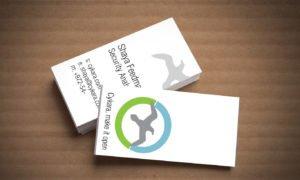 כרטיס ביקור של חברת סיקארה עם לוגו שחף בתוך עיגול ירוק כחול