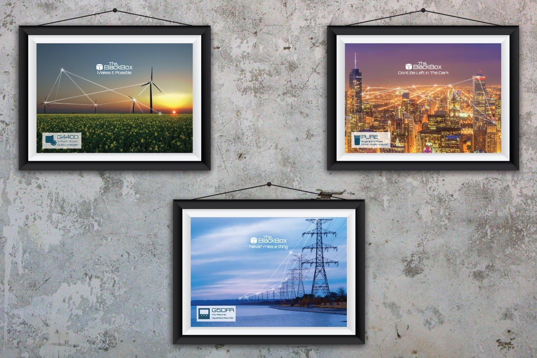עיצוב פרסומות למוצרים של חברת אלספק. עמודי חשמל מחברים בקו חשמלי לבן, טורבינות רוח מחוברות בקו חשמלי, צילום של עיר מלמעלה עם המון אורות כשמעליהם יש קו חשמלי שמחבר בין הבניינים